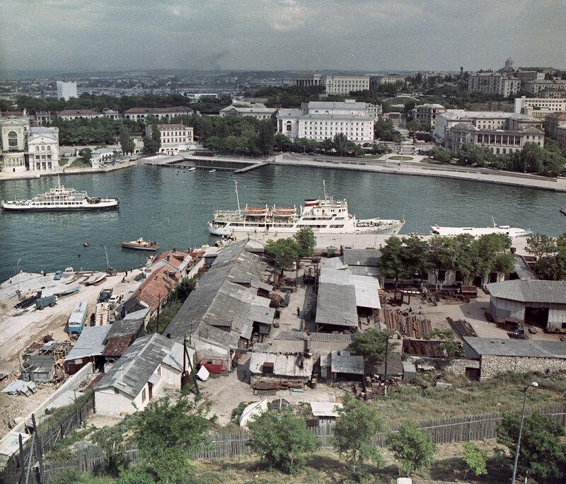 1973 Вид на Артбухту с мыса Хрустальный.jpg