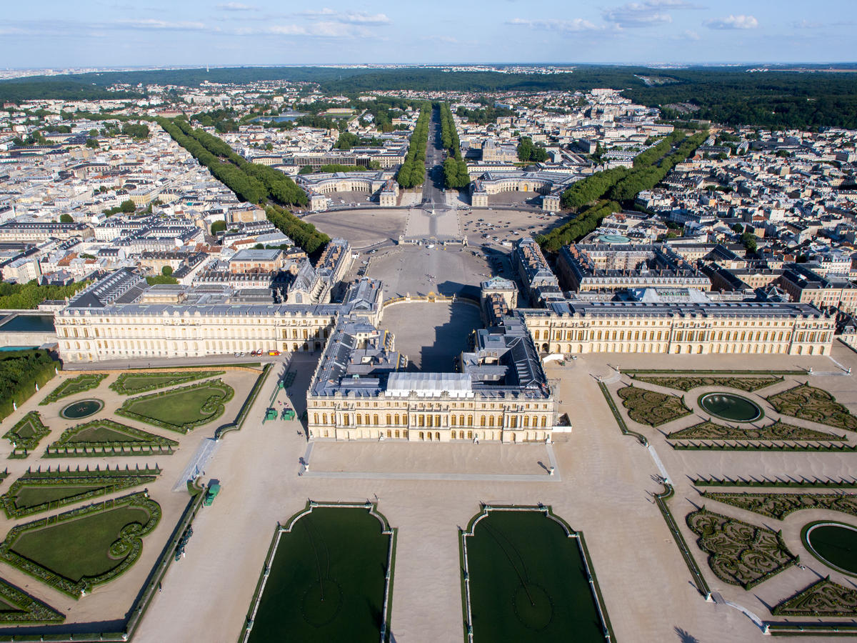 Versailles - a palace in which there was not a single toilet