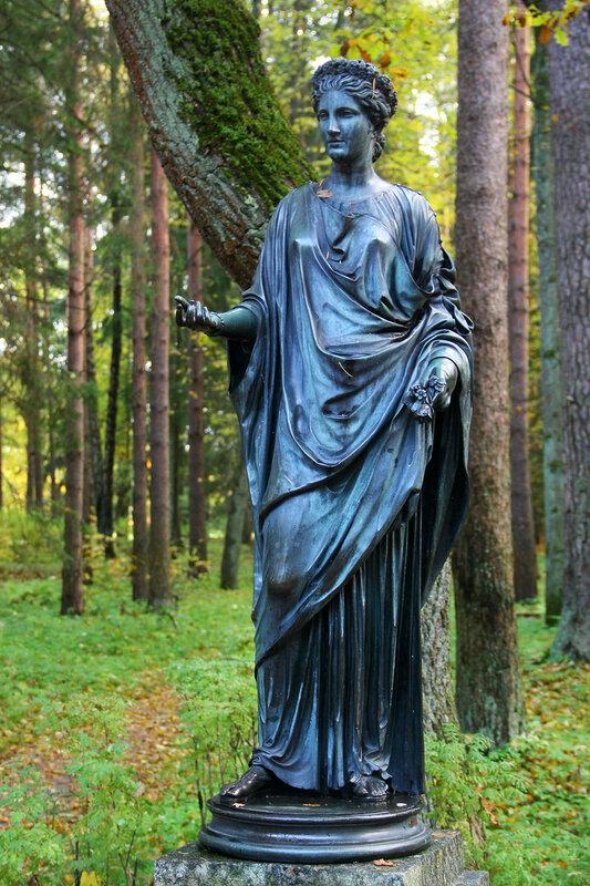 Статуя Флора в Павловском парке
