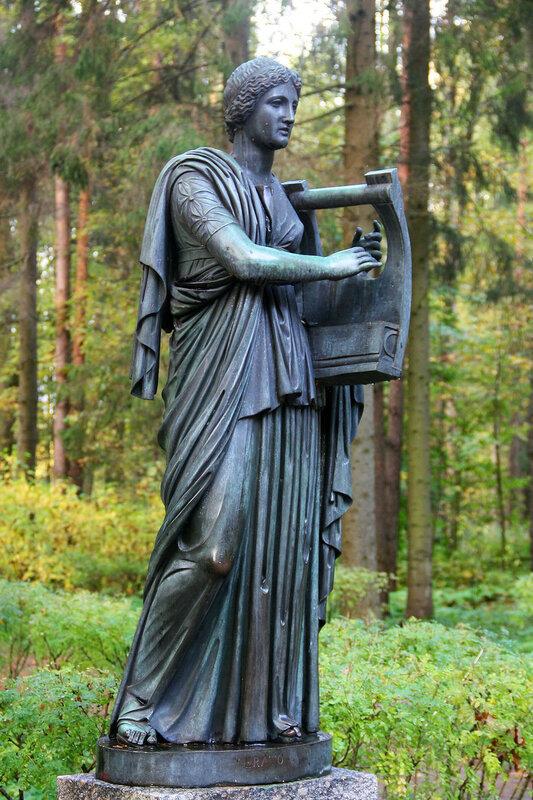 Статуя Эрато в Павловском парке