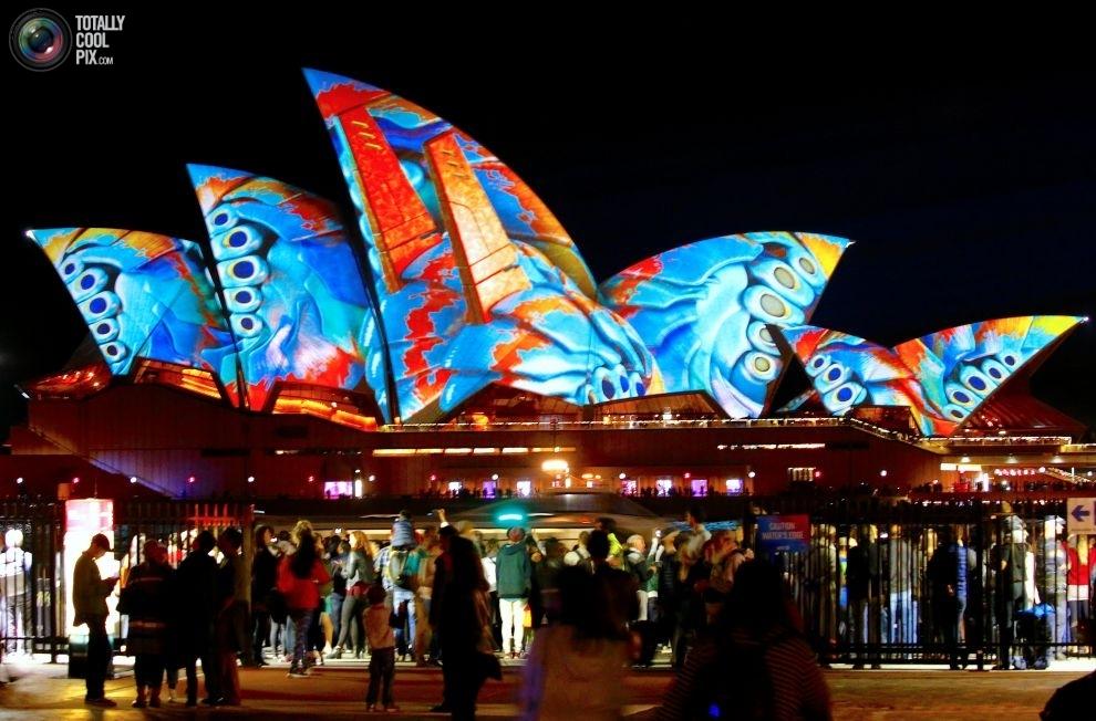 Сиднейский оперный театр в день открытия фестиваля музыки и света Vivid Sydney.