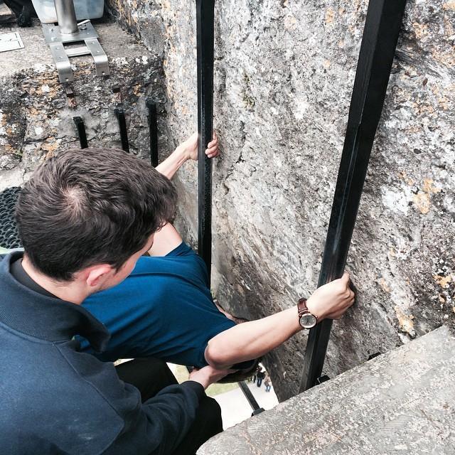 28. Принято считать, что камень, вмонтированный в стену ирландского замка Бларни, является частью ле