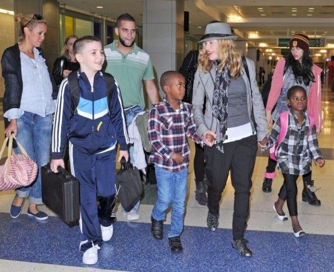 Скандальная известность Мадонны сыграла в вопросе воспитании ее детей злую шутку. Откровенные образы