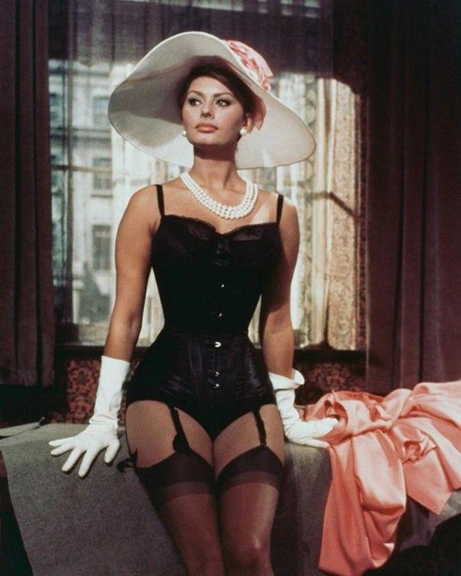 Британская и американская актриса Элизабет Тейлор Кадр из фильма «Клеопатра», 1963 год