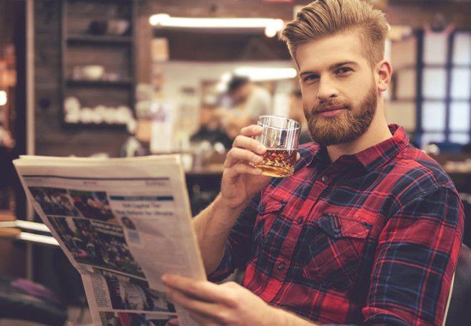 Твой избранник пьет исключительно крепкие напитки, причем водке и коньяку предпочитает менее традици