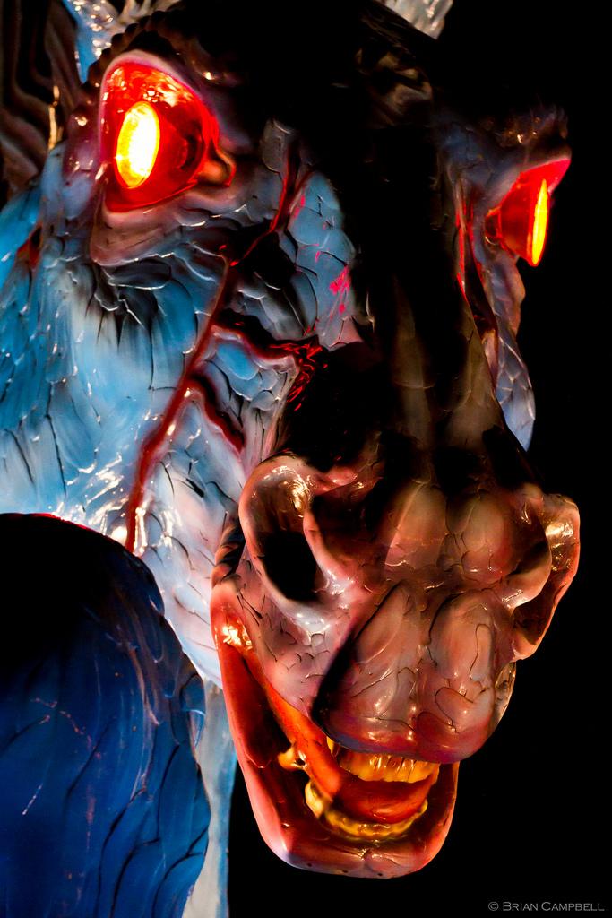 «Голубой мустанг», которого заустрашающий вид прозвали Блюцифером,— статуя по-настоящему опасная.
