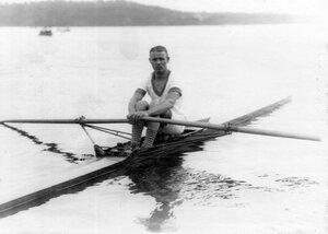 Лучший гребец кружка М.Кузин в лодке