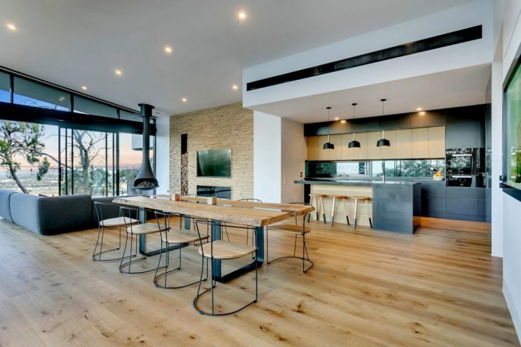 Overlooking the Moorooduc plains sits an impressive new home designed by emerging design company, Li