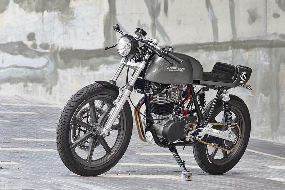 Angry Lane: кафе рейсер Yamaha SR500