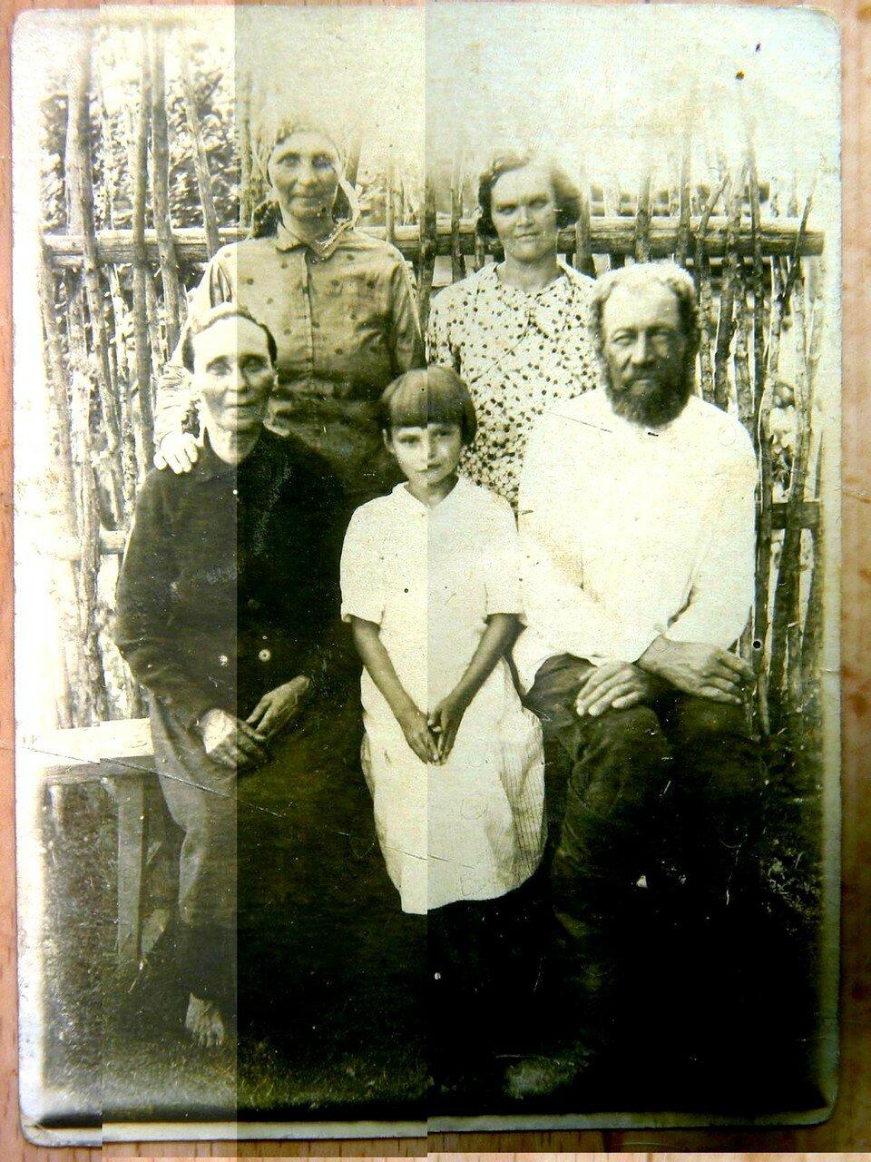 Ретро-фото из архива Марии Ульяновой (Шалаевой). (Шумиловы и Горева моя крёсная!!).jpg