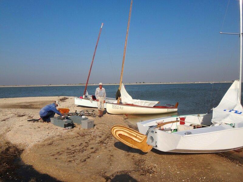 На стоянке... С друзьями-яхтсменами... 38. Фото из велокольца. Ахтари-Староминская-Бейсугский пролив (229).JPG