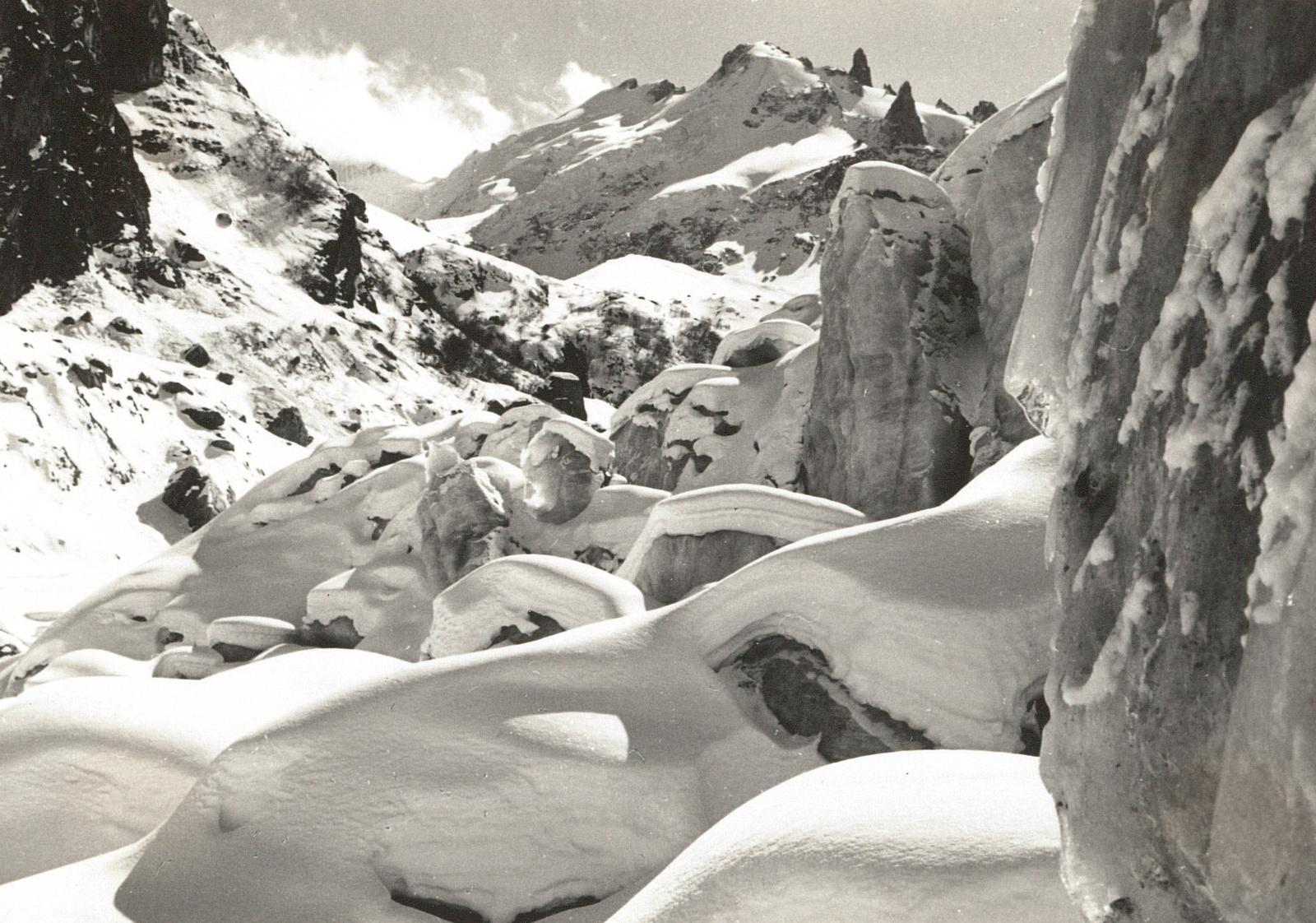 Центральный Кавказ. Верхняя долина Шхельды (3900 м). Ледопад