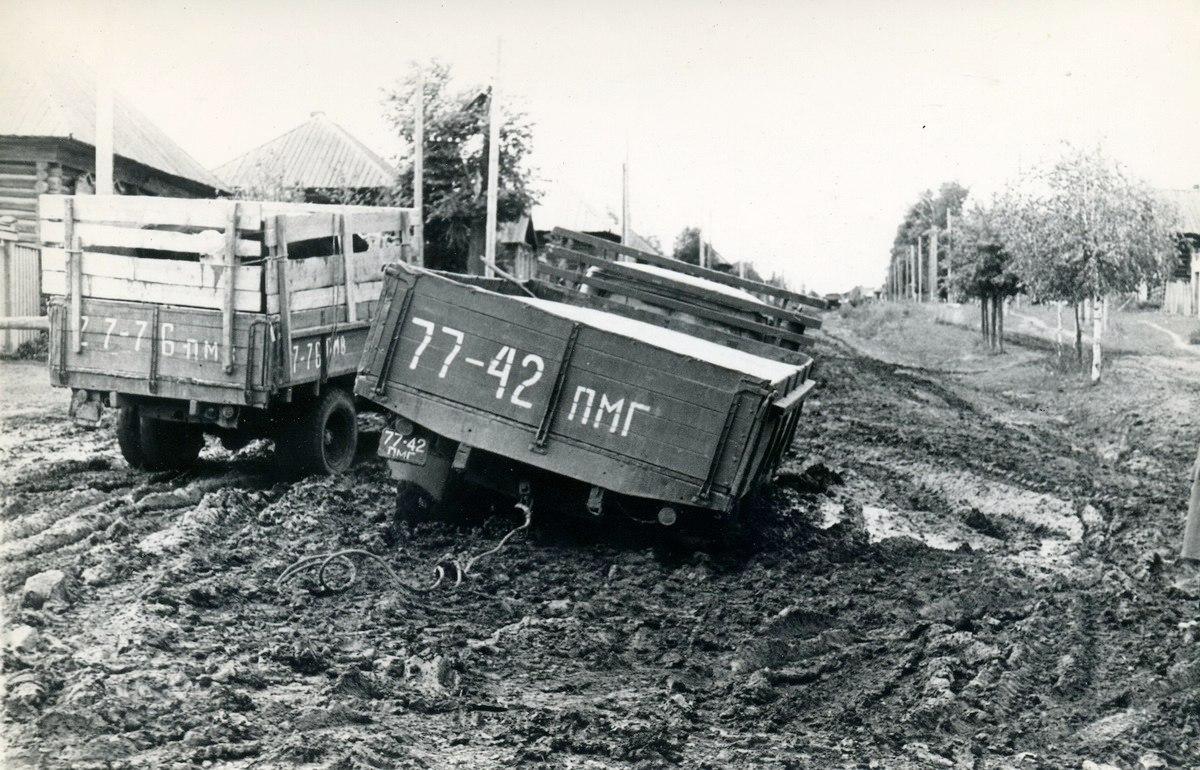 1972. Только трактором. Дорога Пермь-Воткинск. с.Кельчино