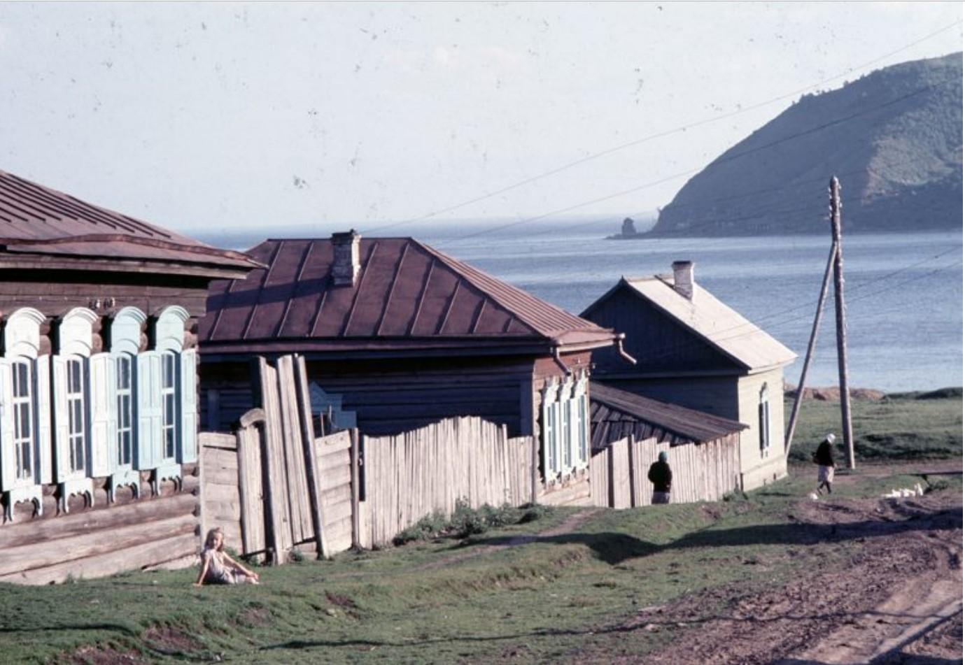 Деревня на берегу Байкала