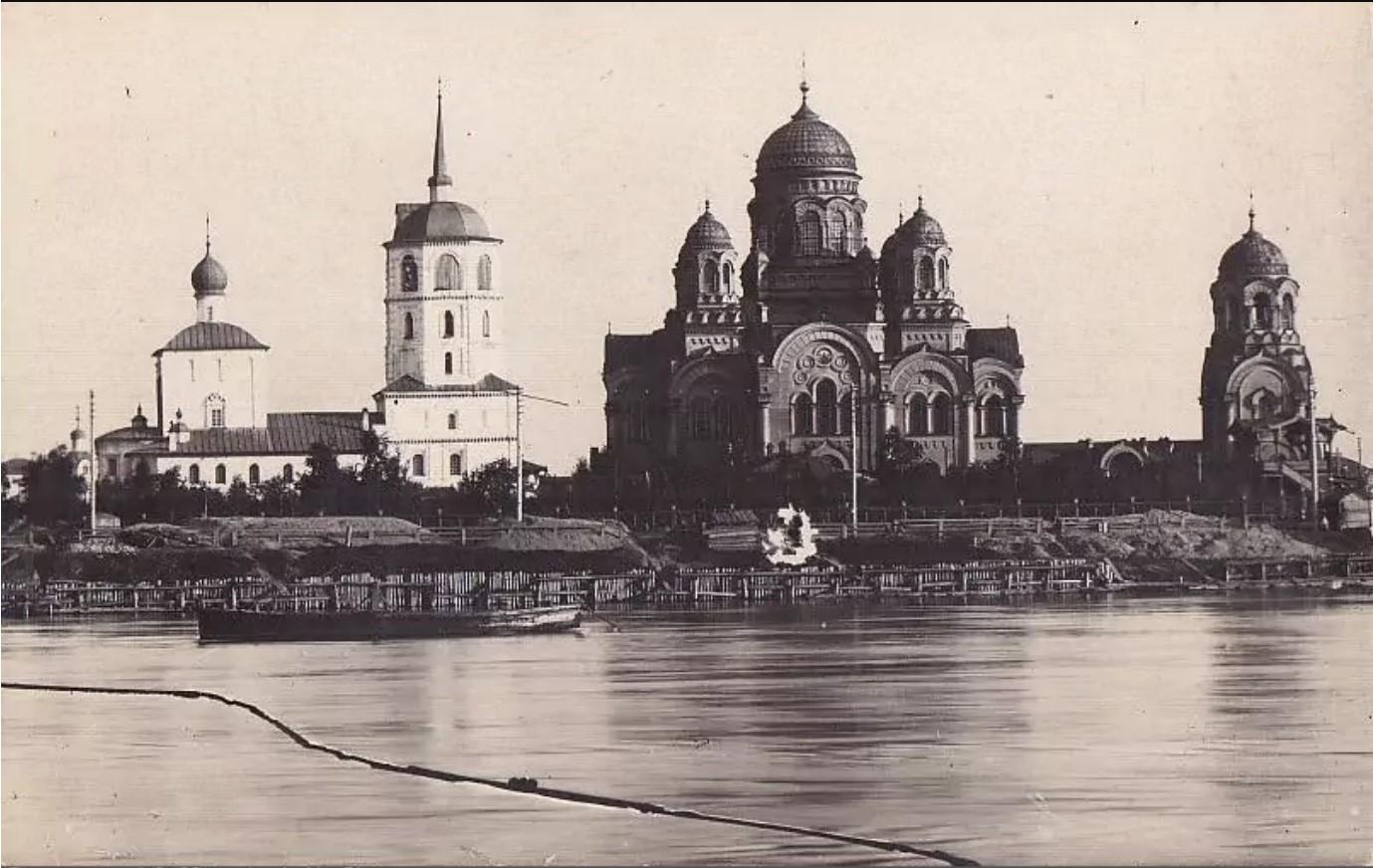 Вид соборов с реки