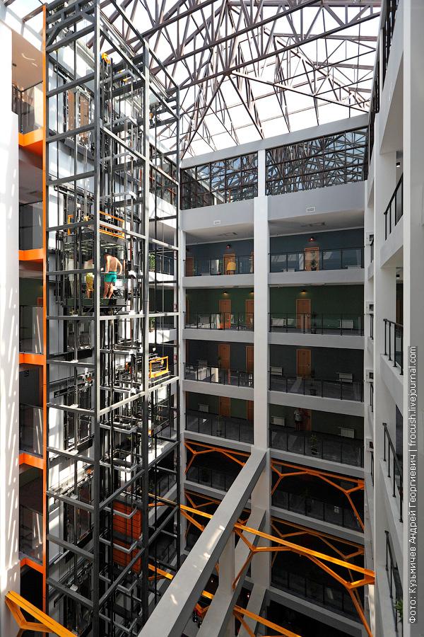 отель Beton Brut лифт
