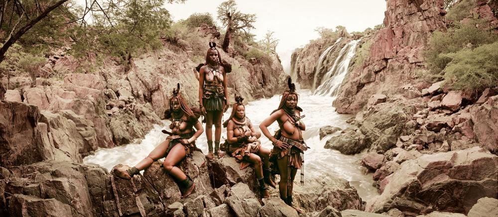 Химба— древнее племя пастухов. Имужчины, иженщины могут иметь несколько партнеров, каждый член пл