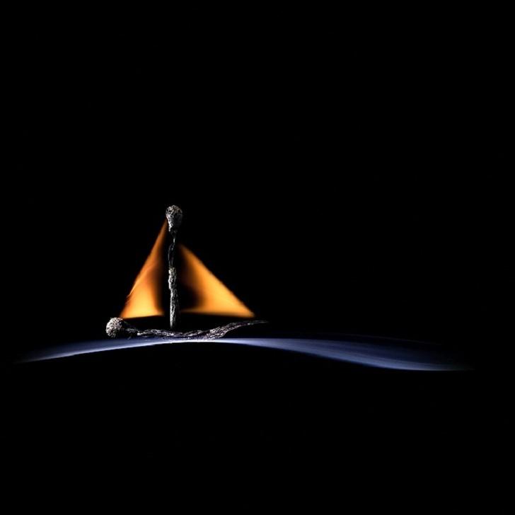 Одинокий кораблик.