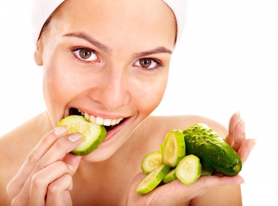 4. Используйте продукты для удаления налета с зубов Такие продукты как огурцы, морковь и яблоки спос
