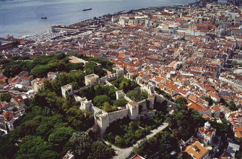 9. Традиционная португальская архитектура встречается по всему городу. Повсеместно можно встретить о
