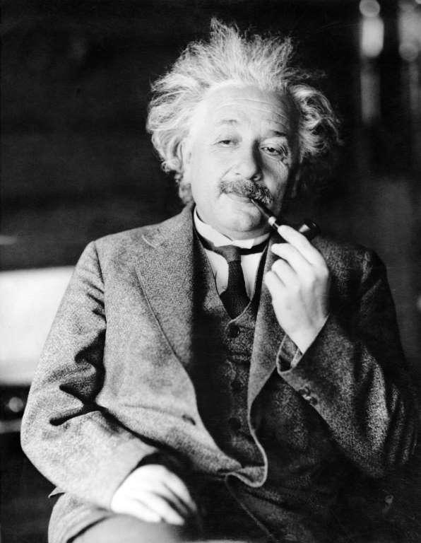 34. Альберт Эйнштейн.