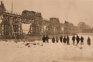 Паровозы на новом мосту во время испытательных работ.