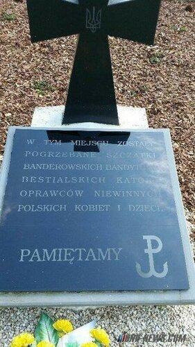 Бандеровцы-бандиты. Поляки исправили надпись на могиле убийц из УПА