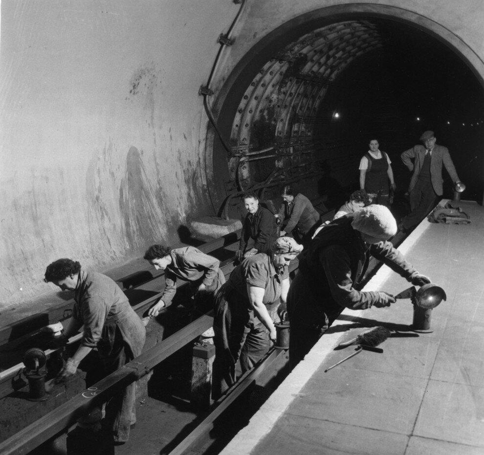 1954. Группа уборщиц