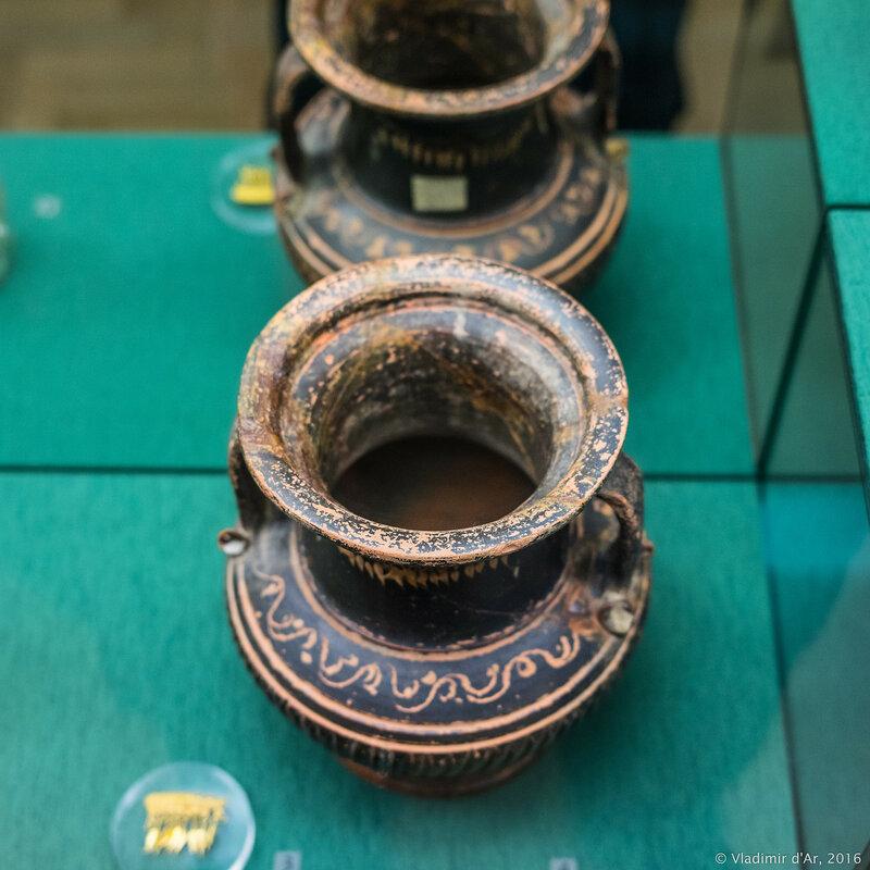 Пелика чернолаковая с орнаментом в стиле West Slope - имитация золотого ожерелья. Восточное Средиземноморье. Вторая половина III - начало II в. до н.э. Керчь.