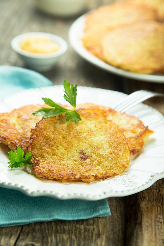 Картофельные оладьи с яблочным муссом (Kartoffelpuffer mit Apfelmus).