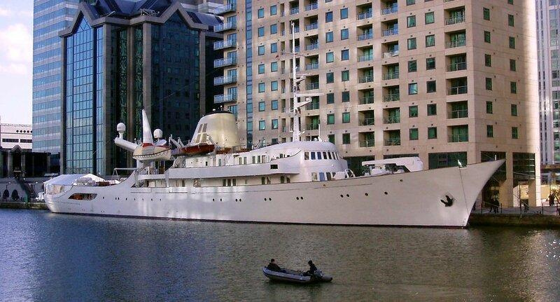Yacht_CHRISTINA_O_at_Canary_Wharf,_London_cropped.JPG