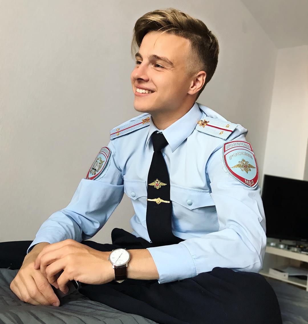 Младший лейтенант, мальчик молодой, в Инстаграме стал звездой