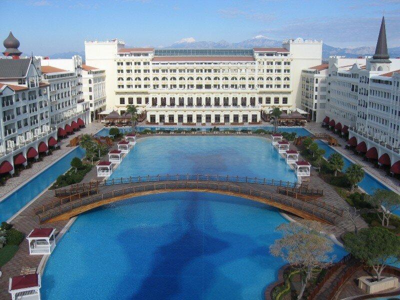 Грабят награбленное! В Турции разворовывают один из самых дорогих отелей мира.