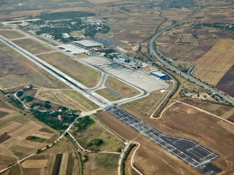Взлётно-посадочная полоса аэропорта Скопье