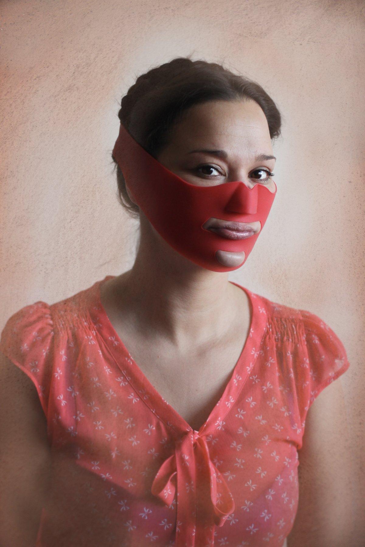 Прищепка на нос и утиные губы: на что готовы женщины ради красоты и молодости (15 фото)