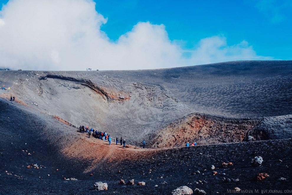 29. Примерно раз в 150 лет извержение разрушает какой-либо посёлок. Пока едешь на автобусе, то проез
