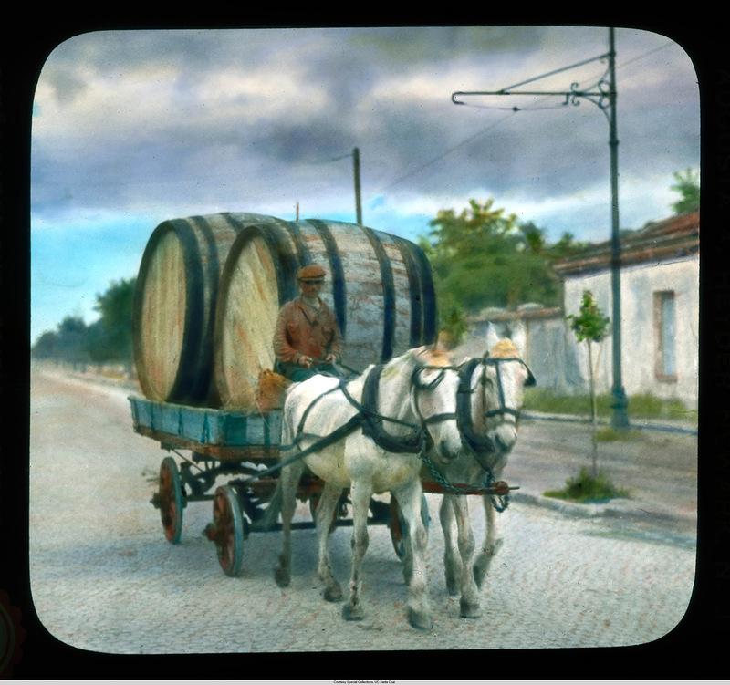 16. Человек с бочками в лошадиной повозке.