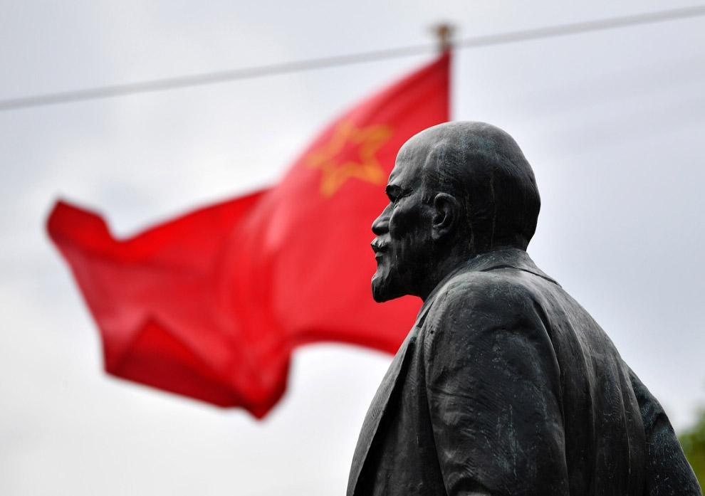 13. Бюст Ленина в Минске, Белоруссия. (Фото Vasily Fedosenko | Reuters):