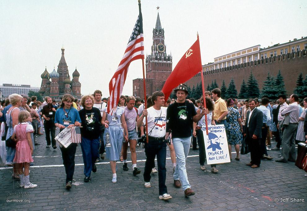 4. Начинался «медовый месяц» советско-американских отношений, который продлится до самого краха СССР