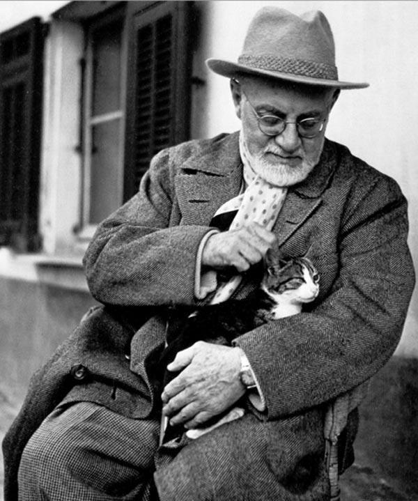 2. Анри Матисс со своими любимыми котами — Минуше и Кусси.