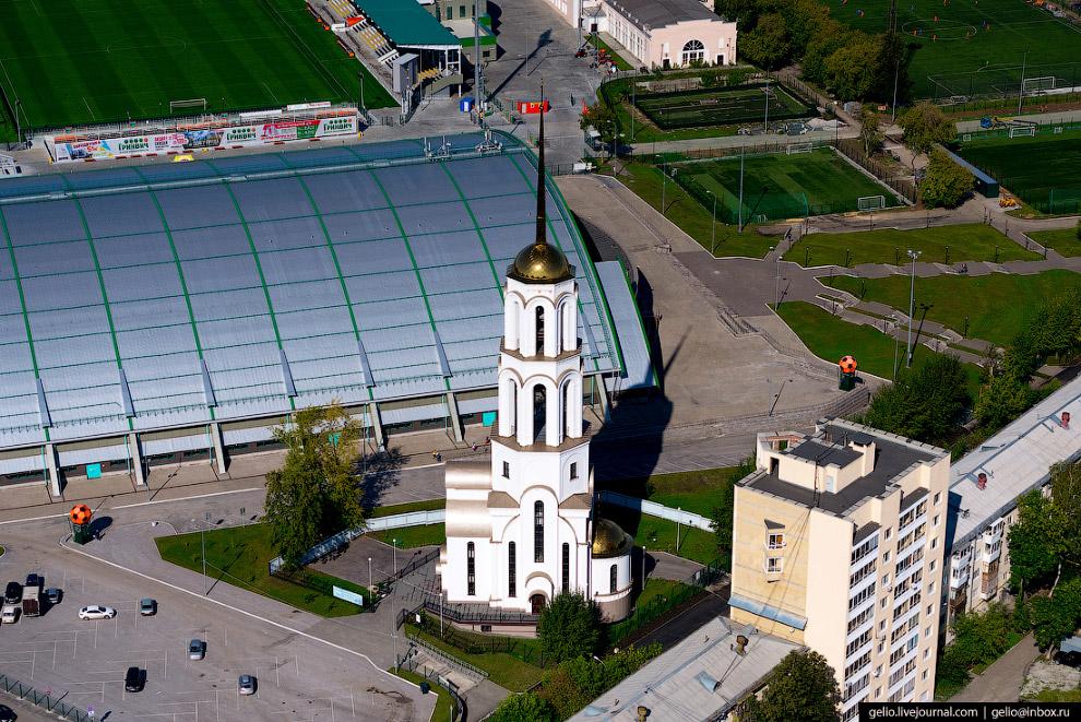32. Проспект Космонавтов. Крупная автомагистраль на севере Екатеринбурга протяжённостью около 10 кил