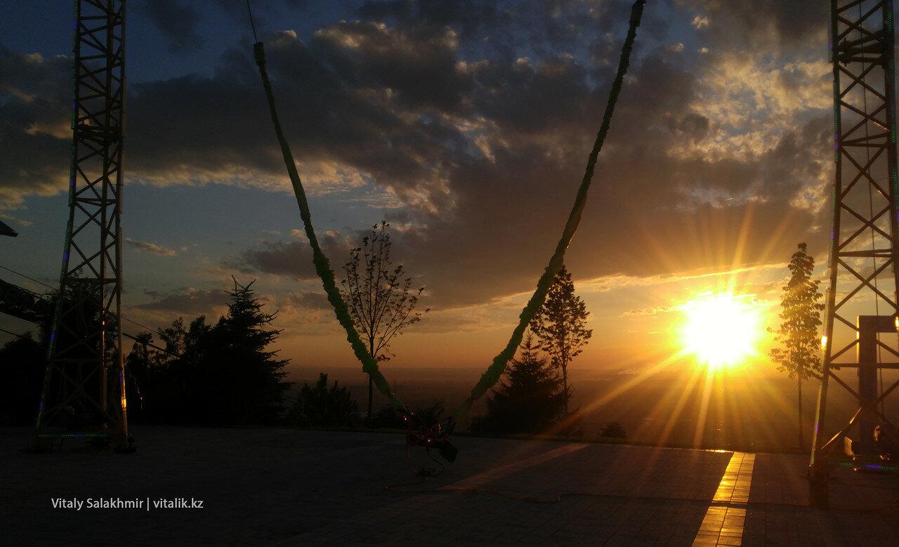 Ещё одно фото заката с Кок-Тобе. Моё любимое.