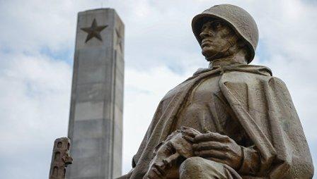 20171021_04-26-В Польше законом разрешается сносить памятники советским солдатам
