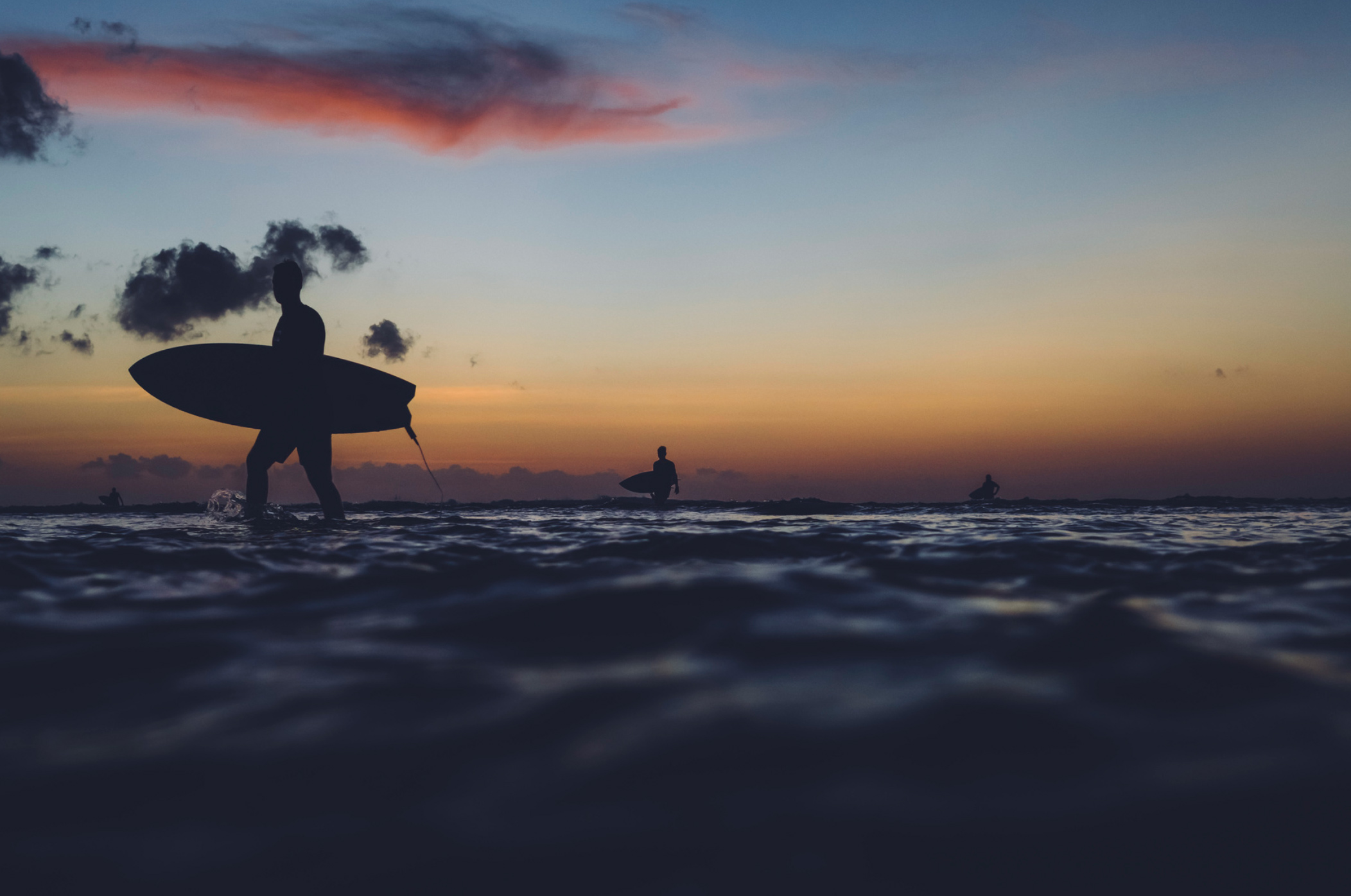 Dramatic Surfing Photos by Kalle Lundholm (13 pics)