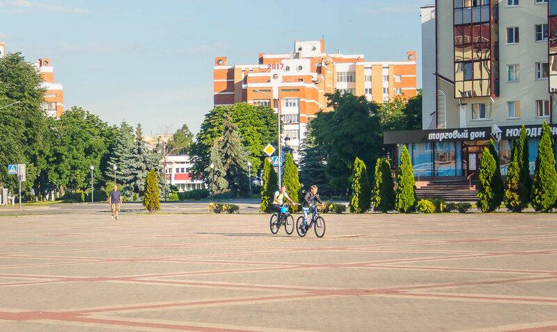 Проснулись первые велосипедисты.