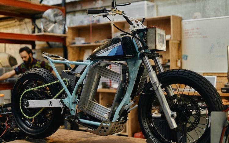 Jambon-Beurre Motorcycle: электрический флэт-трекер