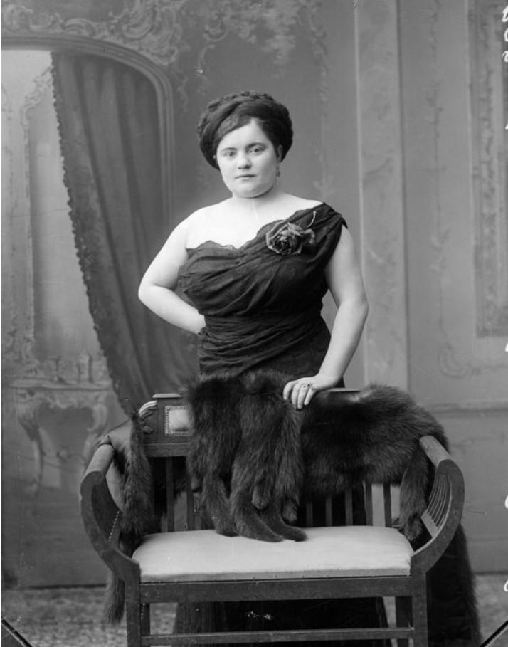 1913.  Алешникова - шансонетка Нижегородской ярмарки
