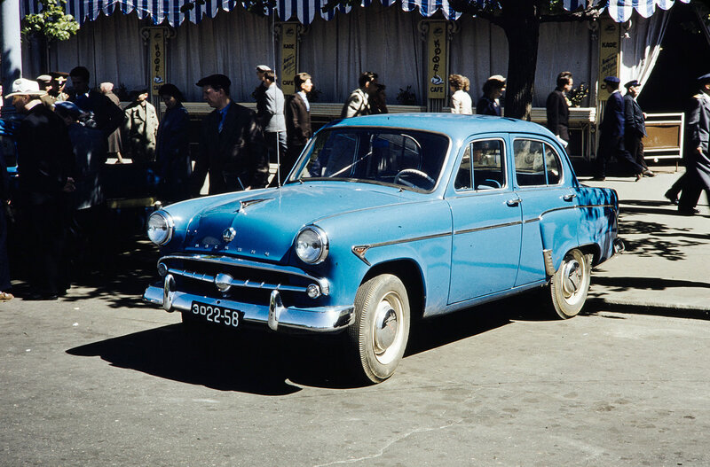 1959 У гостиницы Метрополь. Harrison Forman2.jpg