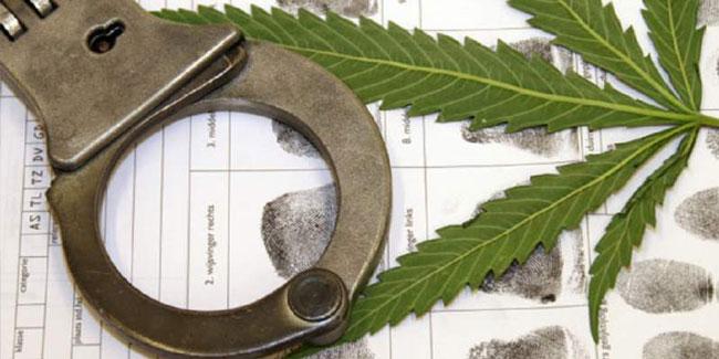 День работника органов наркоконтроля. Наручники