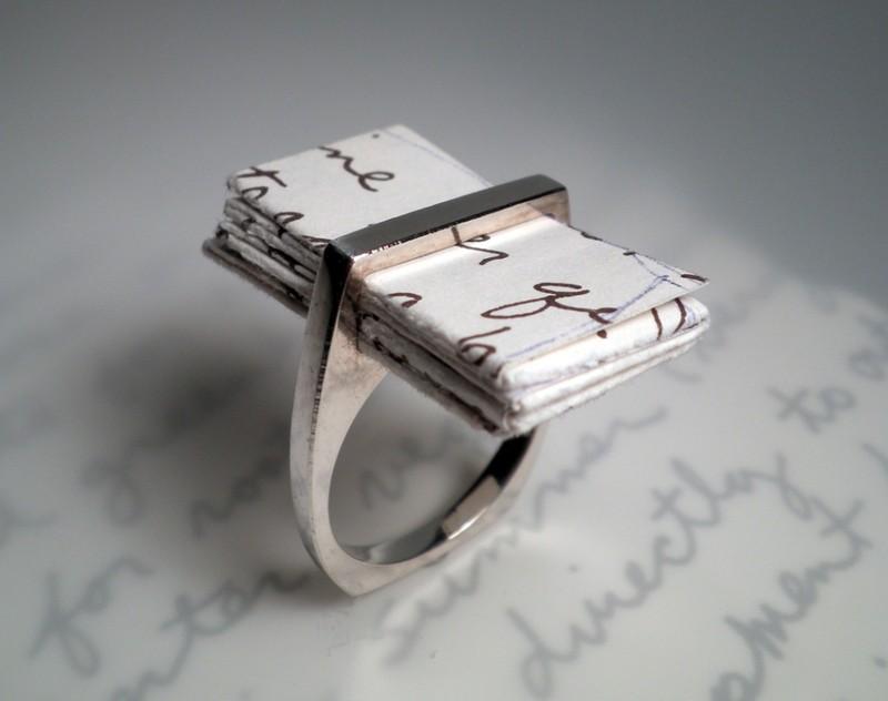 6. Обручальное кольцо Кольцо для романтических признаний со специальным местом для любовного письма.